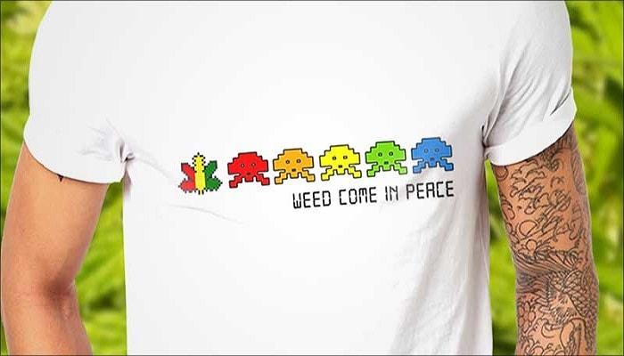 футболка с пришельцами и коноплей